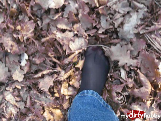 Pantyhose Feet im Wald